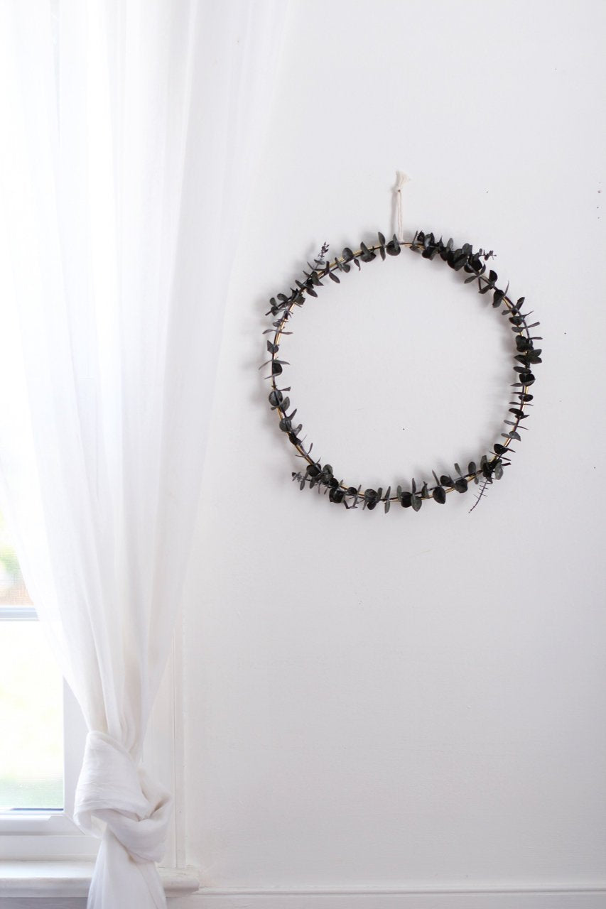 Minimalist Eucalyptus Wreath | Modern Wreath | Scandinavian Wreath | Minimalist Wreath | Fall Wreath | Christmas Holiday Wreath | DIY Kit