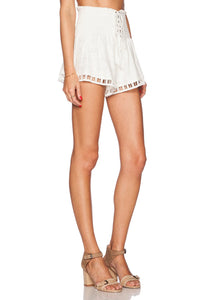 Lady In White Short - Kustom Label - 2