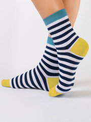 Classic cotton striped Socks Conte Elegant with grey stripes and yellow heel