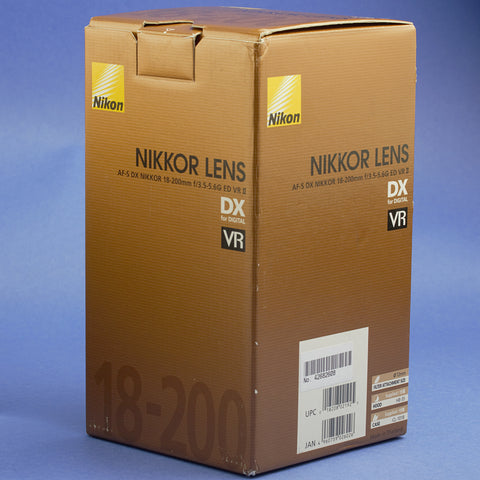 Nikon AF-S Nikkor 18-200mm 3.5-5.6 VR II Lens Mint Condition