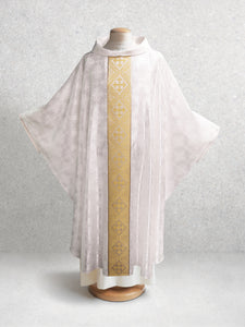 Classic Francis <br> Chasuble <br> in Lucia White