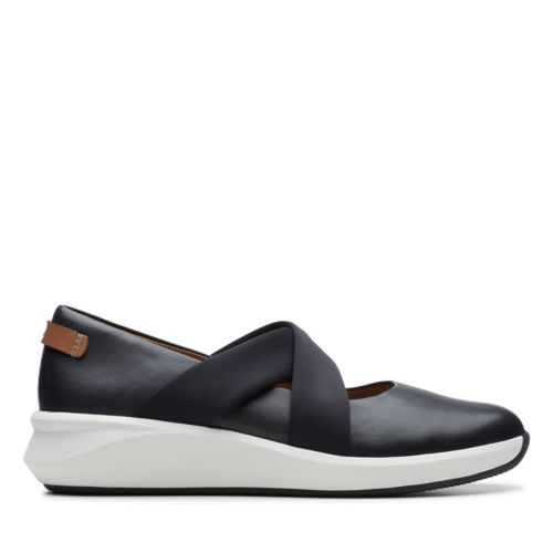 Clarks Women's Un Rio Cross Black Leather