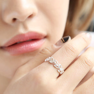 Sleek minimalist women's leaves openwork ring