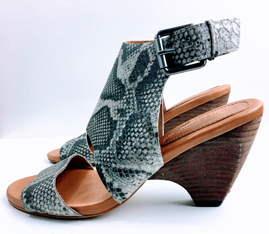 Corso Como Snakeskin Embossed Wedge Sandals | 9