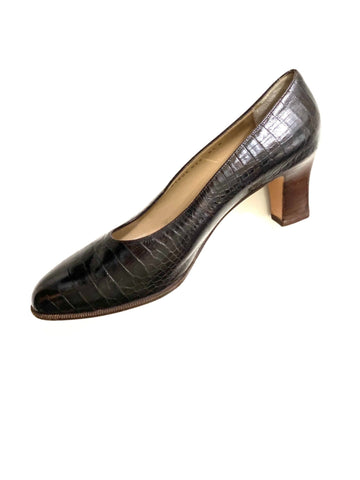 Salvatore Ferragamo Espresso Brown Alligator Pumps | 8