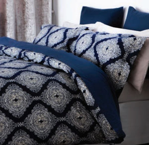 A striking geometric design that is bold, dramatic and confident. Deep navy and ivory tones work perfectly together to create an on trend feel. Made from cool 200 thread count 100% pure cotton the duvet set includes oxford style pillowcases to add an extra finishing touch.