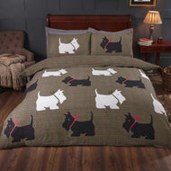 Double Plaid design duvet set with white and black scottie dogs
