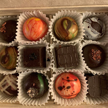 Load image into Gallery viewer, Fritz Knipschildt Chocolatier - Signature Collection Medium
