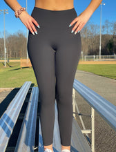 Load image into Gallery viewer, Matte Black Leggings