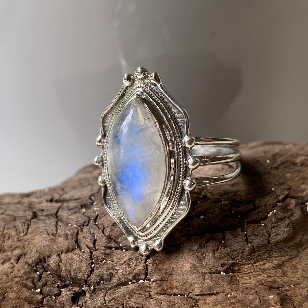 sterling silver vintage inspired rainbow moonstone ring