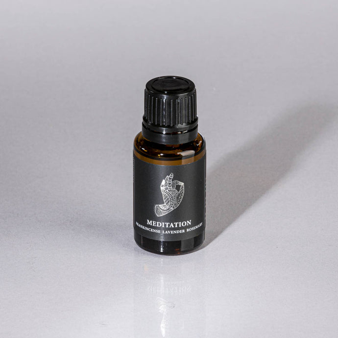 essential oil blend frankincense, lavender, rosemary with healing crystal