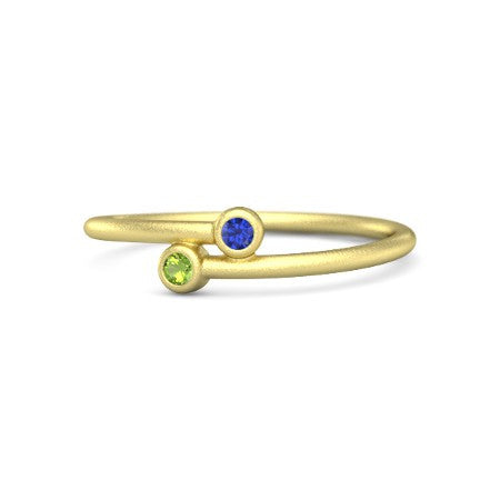 18 Karat Yellow Gold Peridot and Blue Sapphire Ring
