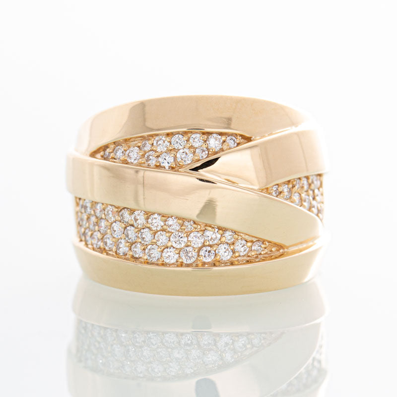 Effy Pave diamond ring in 14k yellow gold.