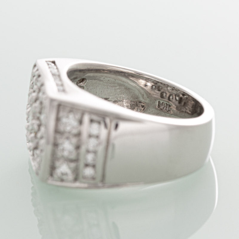 Hollywood diamond ring in 14k white gold.