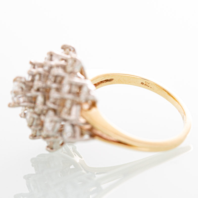 Bock Vintage Bachendorf's diamond ring in 14k yellow gold.