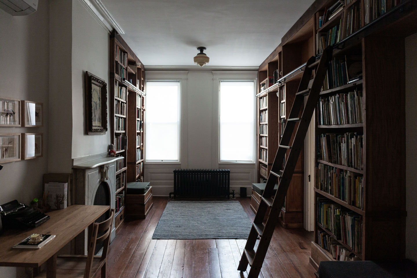 Peg and Awl House Library | Photograph by Rikumo