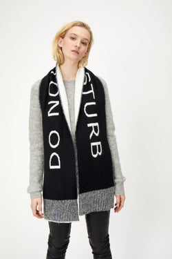 Disturb knit scarf