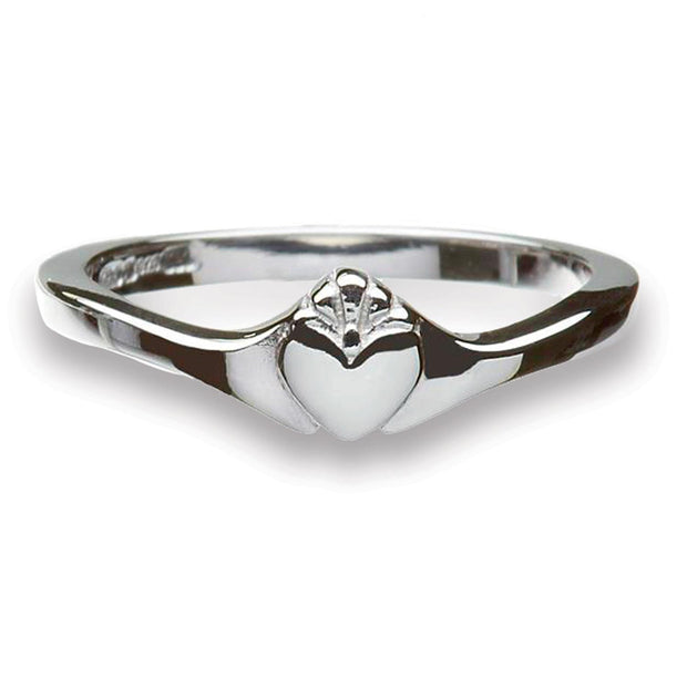 Contemporary Effortless Claddagh