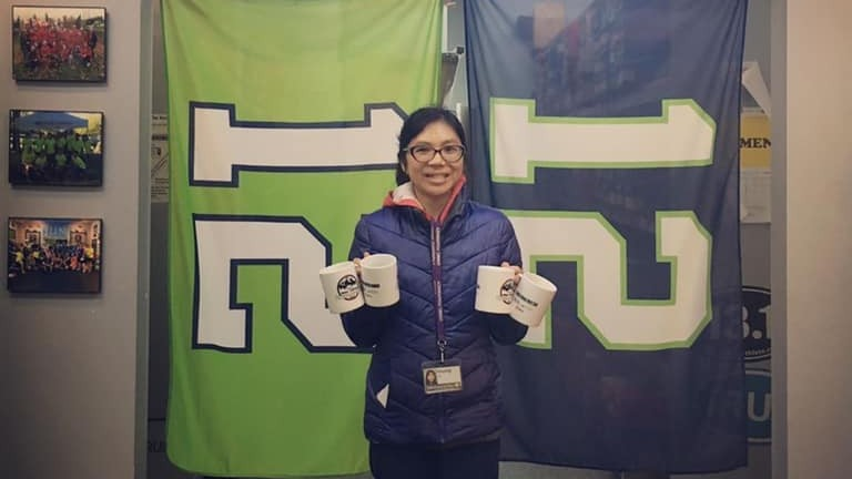 Huong Le with Holiday Challenge Prize Mugs