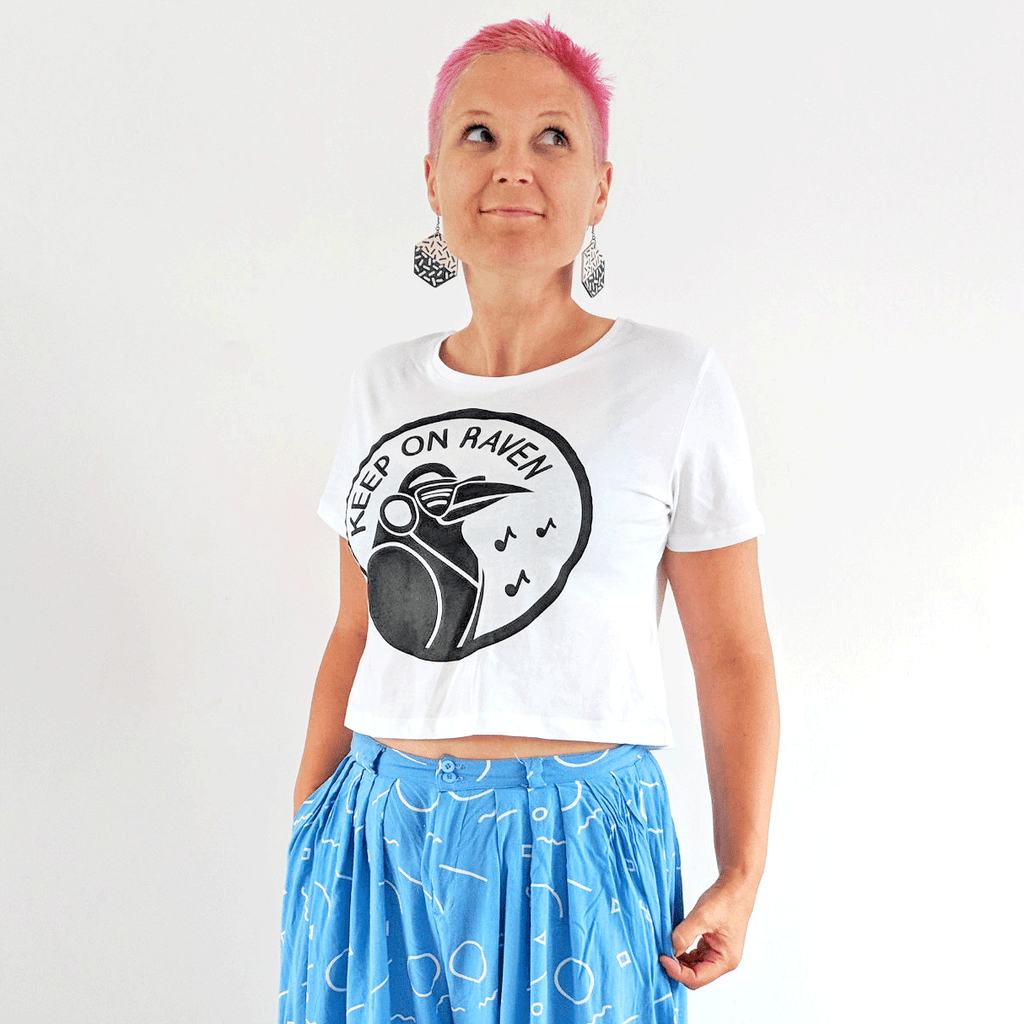 Keep On Raven Cropped T-shirt - hello DODO
