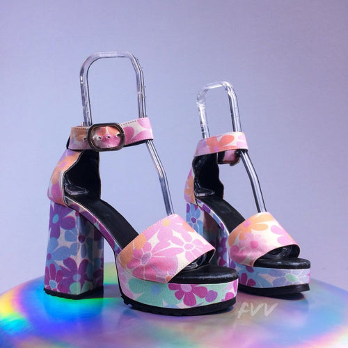 90s Flower Power Daisy Rainbow Pastel Printed Fabric Chunky Platform Ankle Strap Sandals // 8