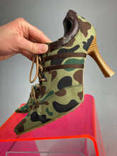 Load image into Gallery viewer, Y2k SGT Brat Sporty Spice Camo Lace Up Wide Stripe Hiker Ankle Boots // 8