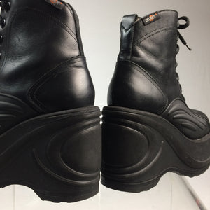 90's Vintage Destroy Platform Wedge Black Leather Boots with Wave Design // Size 7