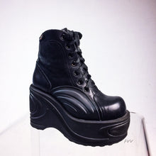 Load image into Gallery viewer, 90's Vintage Destroy Platform Wedge Black Leather Boots with Wave Design // Size 7