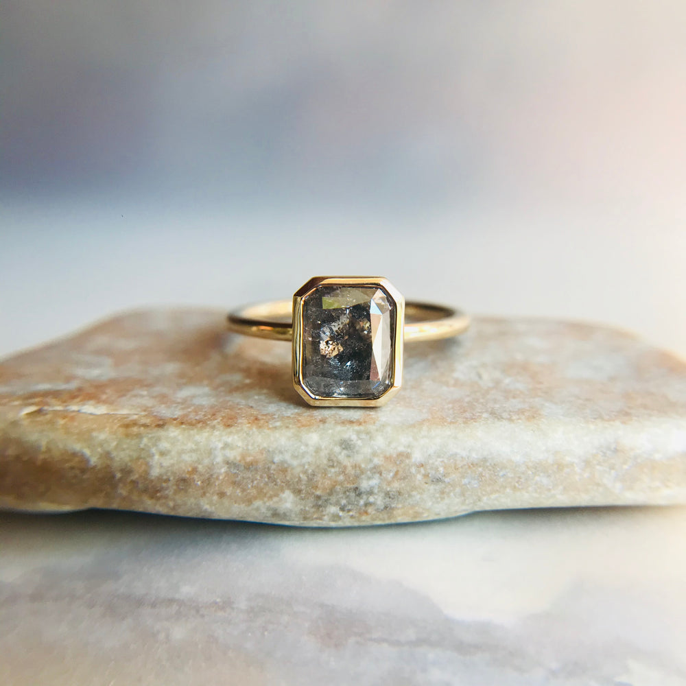 Load image into Gallery viewer, Capulet Ring