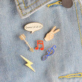 New Fashion Enamel Personality Palm Creative Musical Symbol Lightning Write Frame Brooch Sweater Shirt Denim Coat Lapel Badge