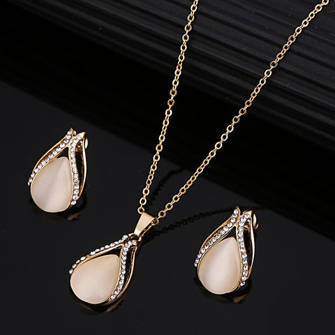 Elegant Gold cubic zirconia and pearl Jewelry Set