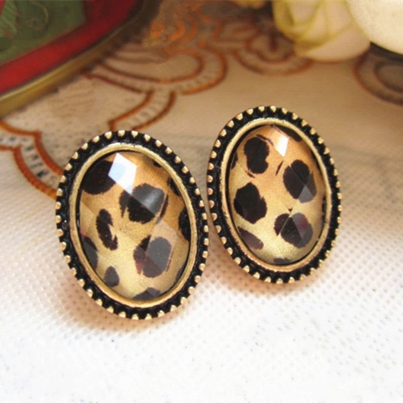 2019 New Fashion Retro fashion Lady European Style Round Crystal Stud Earring