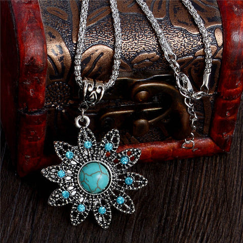 QCOOLJLY Tempting Flower Shape Style 1pc Elegant Silver Color pendant Fine Natural Stone necklace For Women