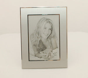 Engraved photo frame - 3 x 5 Personalized picture frame - Makes a great Wedding Favors