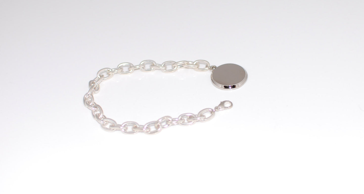 Personalized bracelet with link chain and round charm with free engraving and gift box