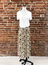 Load image into Gallery viewer, Arizona Pleated Skirt in Floral