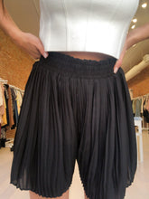 Load image into Gallery viewer, Sammie Pleated Paperbag Shorts in Black
