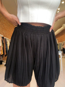 Sammie Pleated Paperbag Shorts in Black