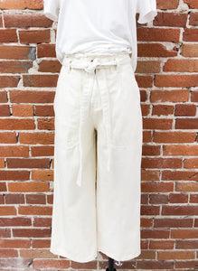 Avery Cropped Trousers in Ivory
