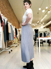Load image into Gallery viewer, Leni Elasticized Waist Pleated Skirt in Gray