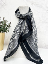 Load image into Gallery viewer, Noelle Scarf in Black and White