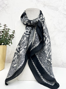 Noelle Scarf in Black and White
