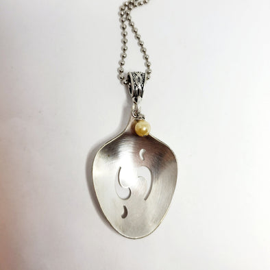 ps139 pretty spoon pendant