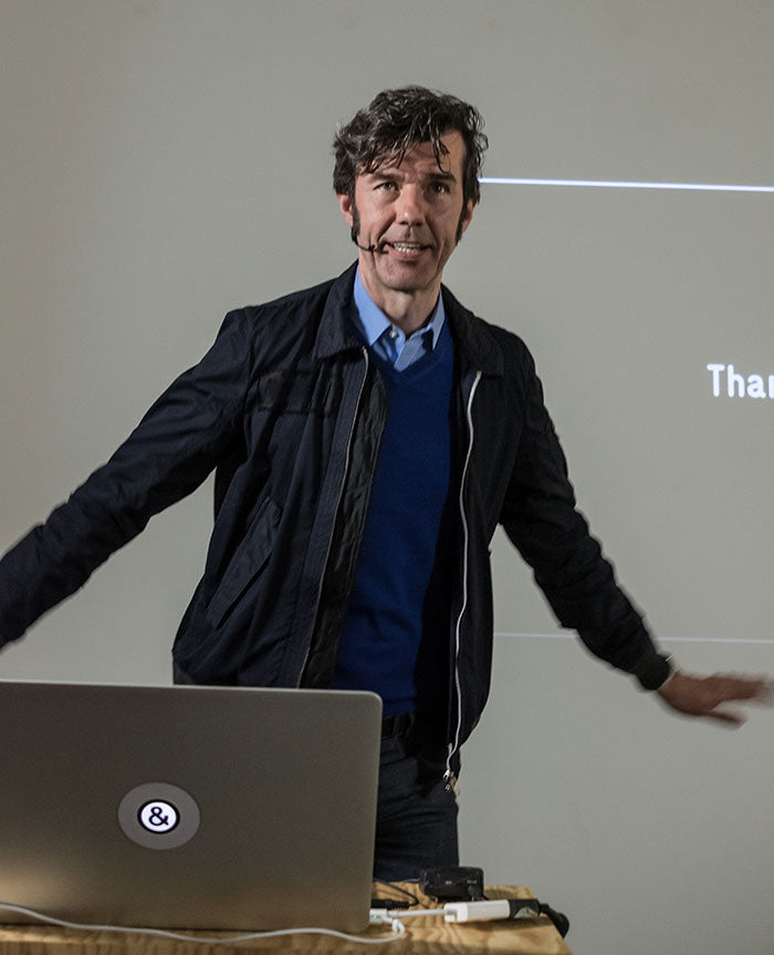 Stefan Sagmeister with a custom tabtag macbooksticker