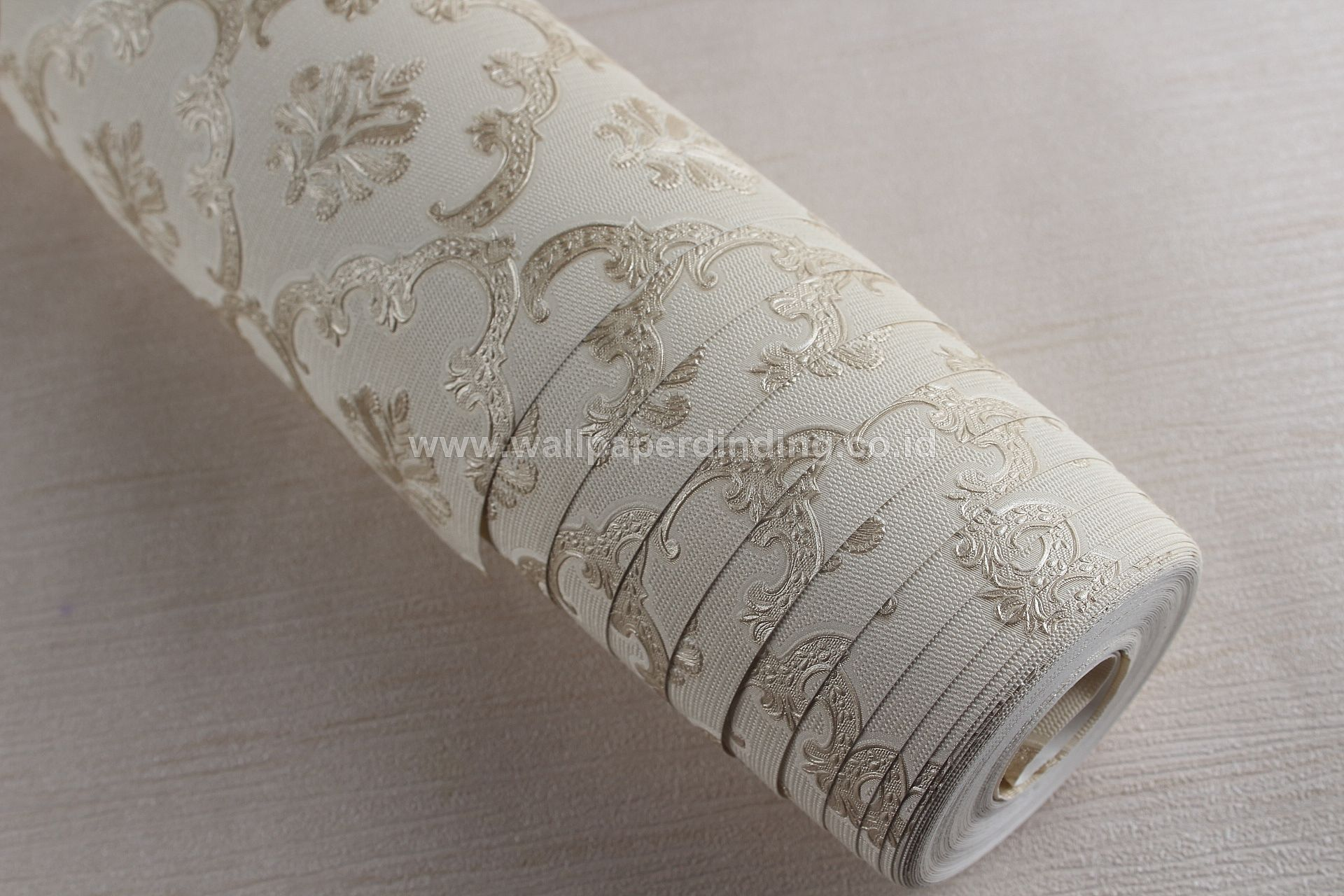 Wallpaper Dinding Batik Putih Gold D1808-3 - Java Wallpaper