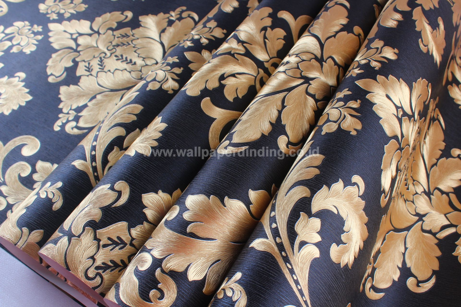 Wallpaper Dinding Batik Hitam Emas DI-7808 - Java Wallpaper