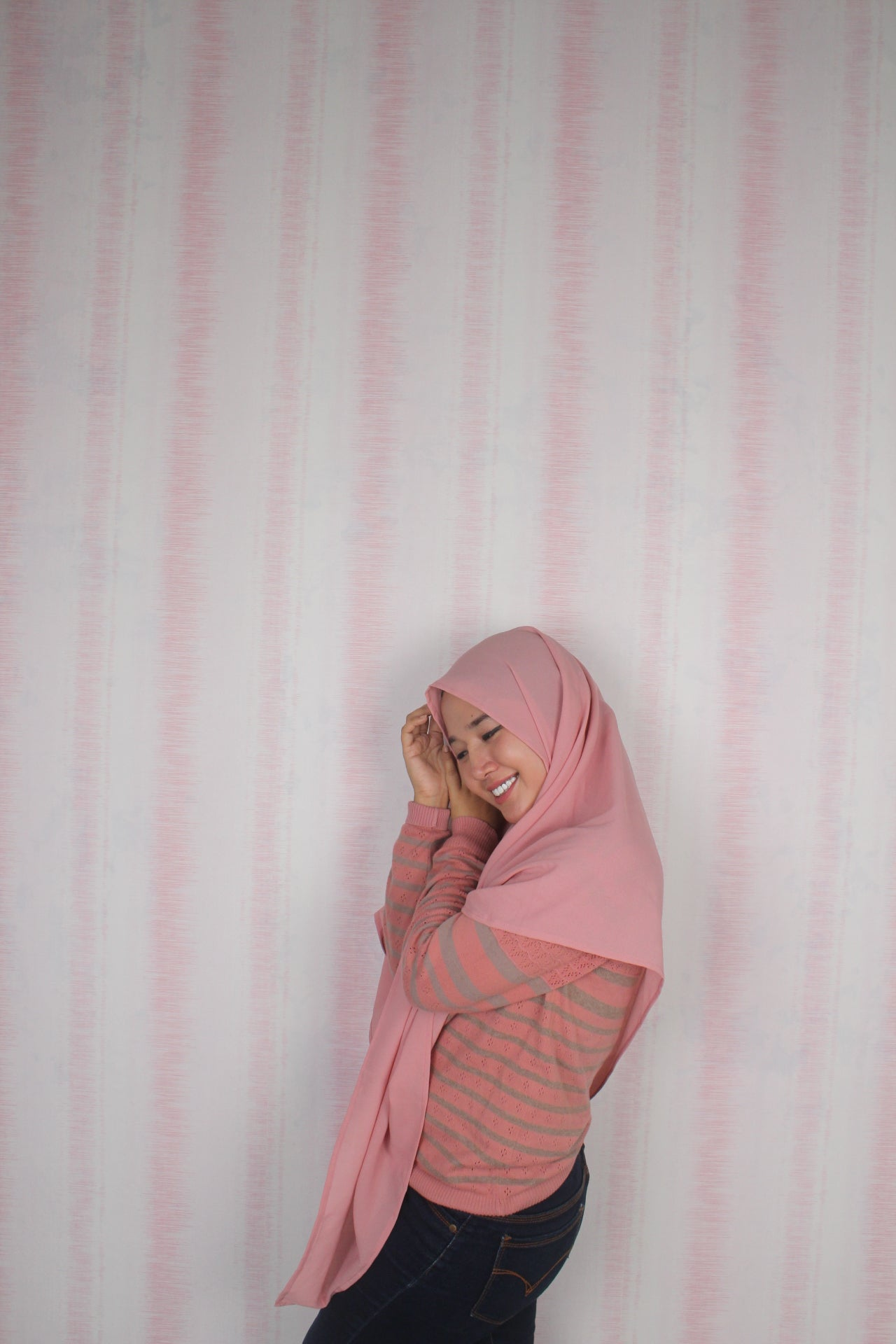 Wallpaper Dinding Polos Pink Putih RO120 - Java Wallpaper