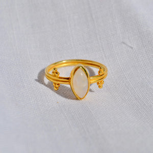 Mata moonstone ring