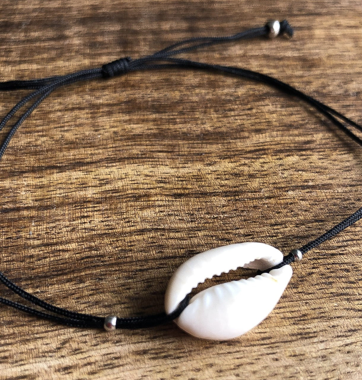 Hawaiian Cowrie Bracelet (NEW)
