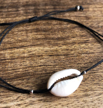 Load image into Gallery viewer, Hawaiian Cowrie Bracelet (NEW)